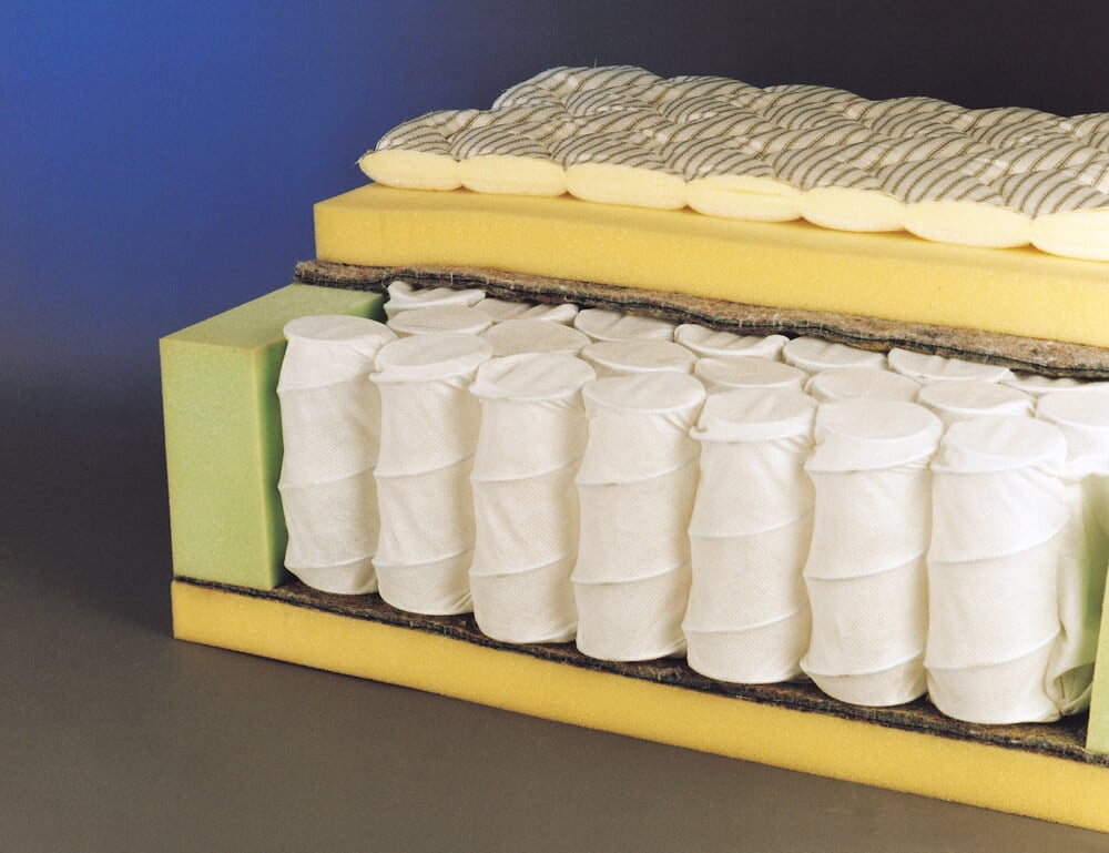 Mattress structure with pocketed spring